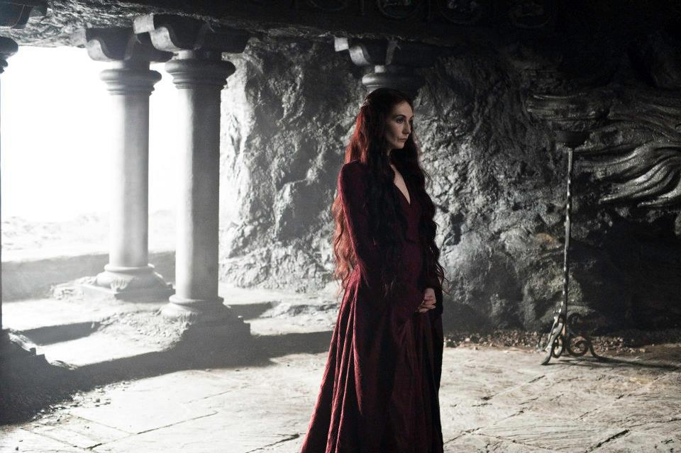 Melisandre e Jon se tornarão próximos, e talvez ele passe a ouvi-la